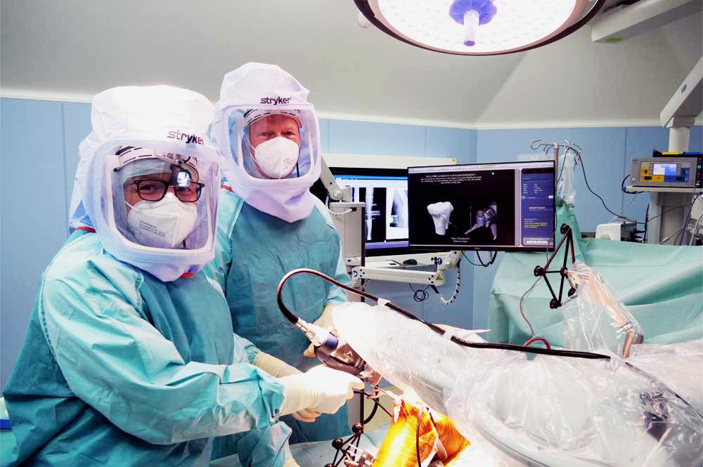 Implantation einer Schlittenprothese mit Mako Roboter Assistenz ( Makoplasty)